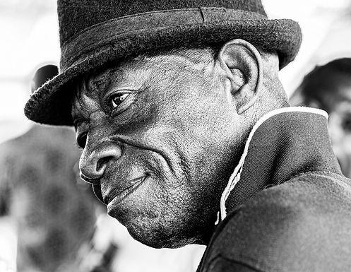 במבט עצוב בטקס הלוויה בגאנה