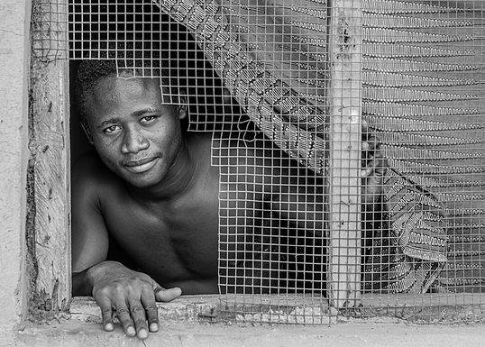 לא כל יום פוגשים צלמת מבעד לחלון השכם בבוקר בגאנה