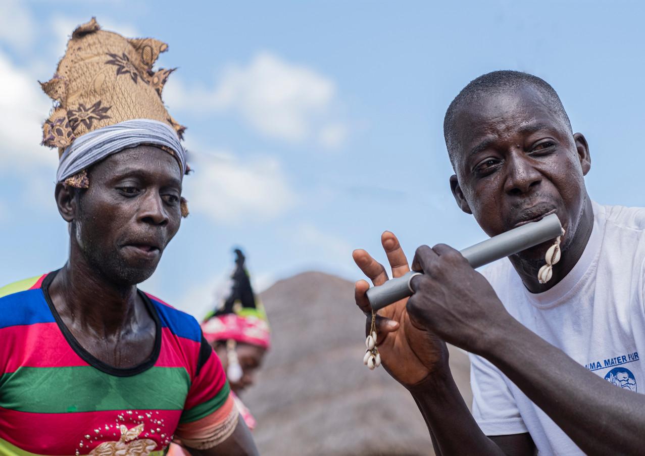 מנגן ושר בגאנה