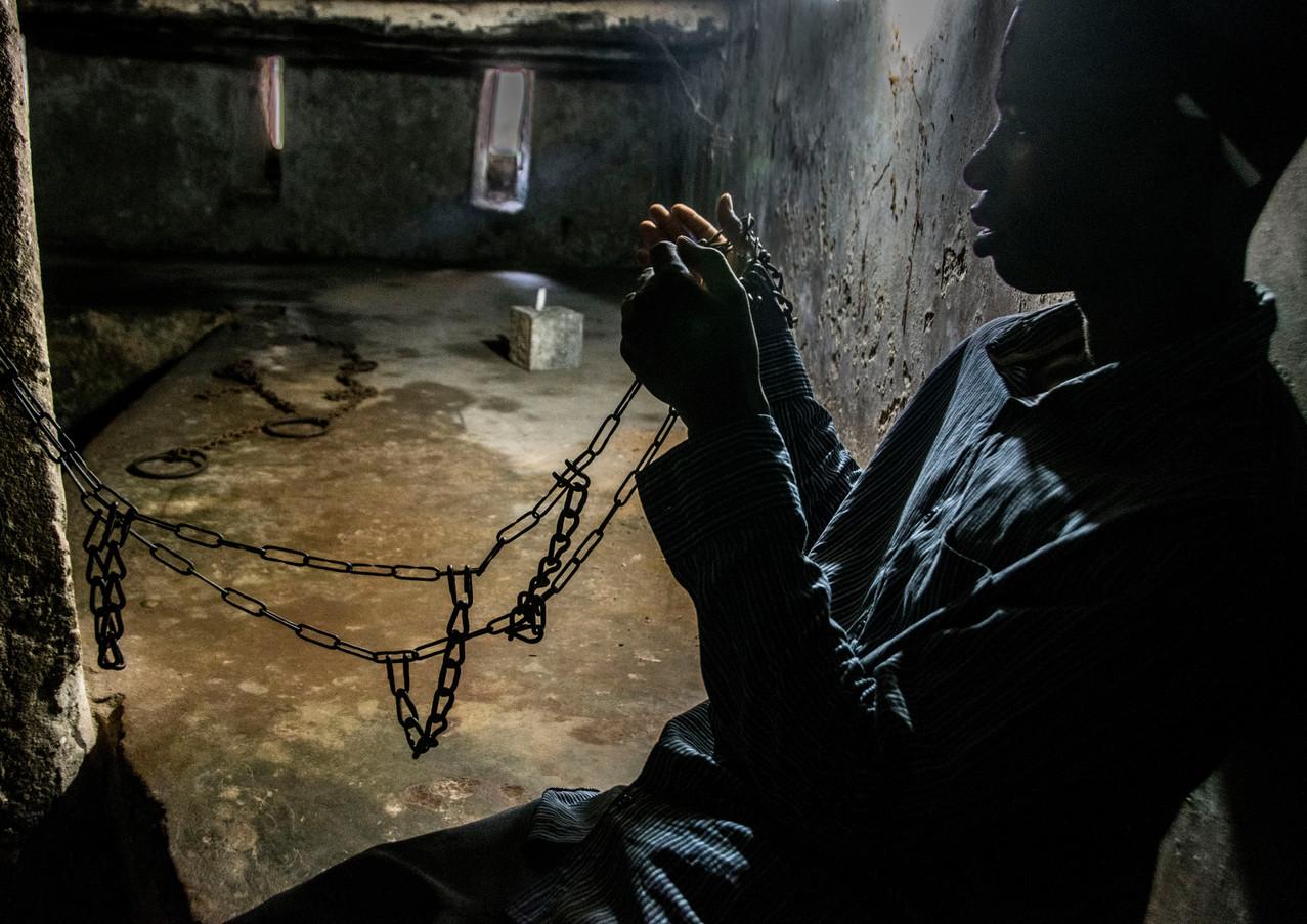 במרתף העבדים