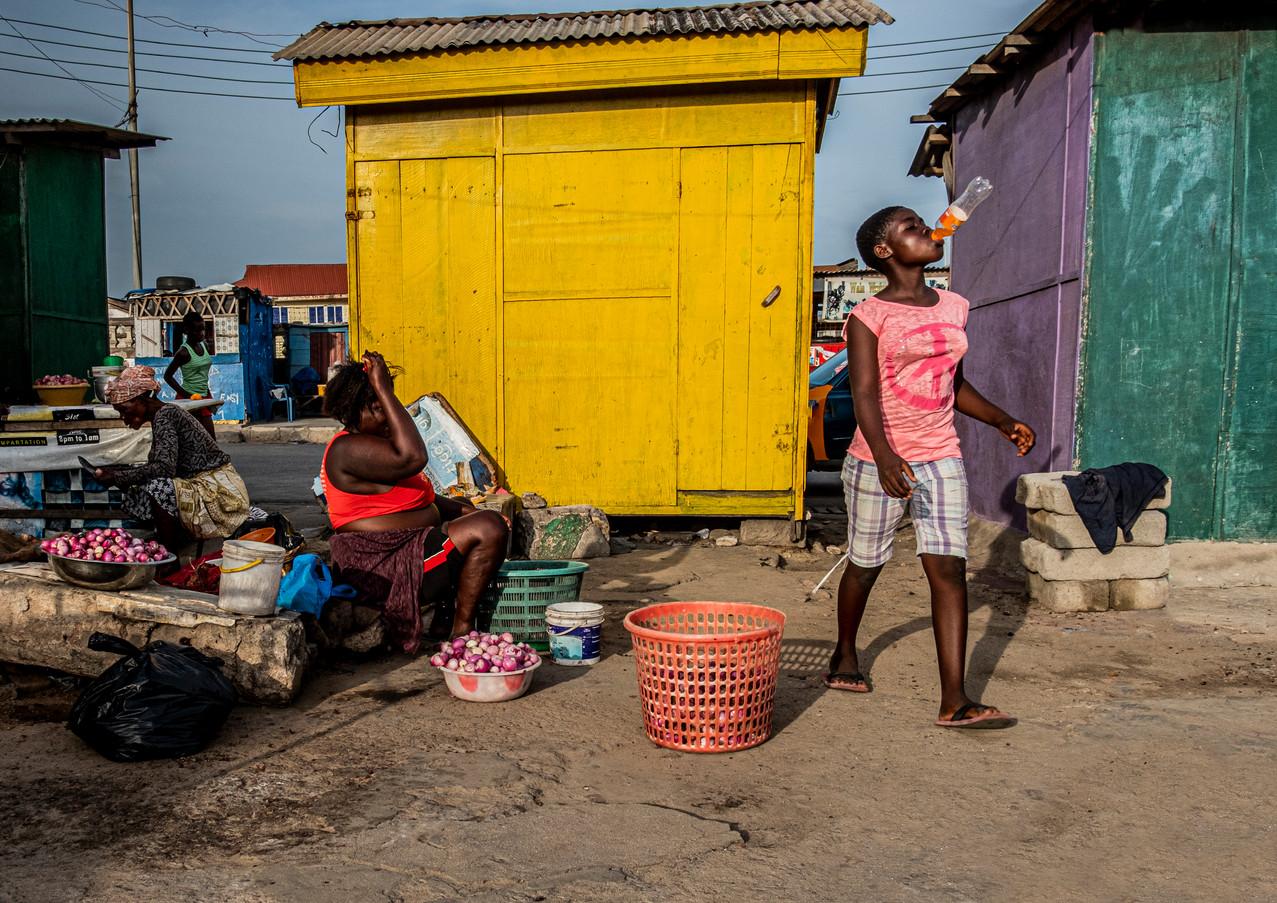 שובבות היתולית בשכונה בגאנה