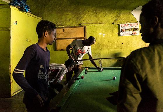 ביליירד במרתף אפל באתיופיה