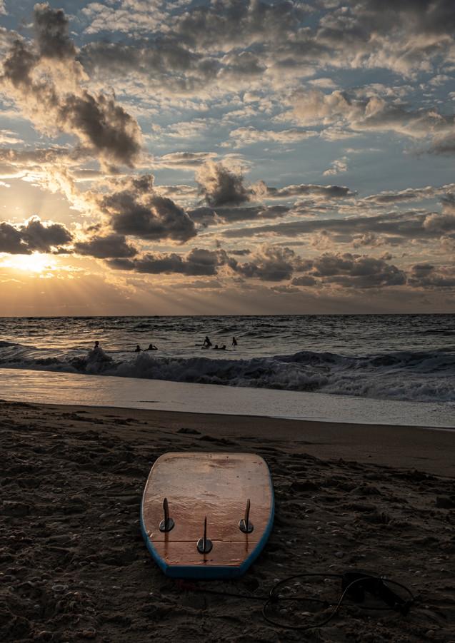 רגע קסום של שקיעה בחוף פלמחים
