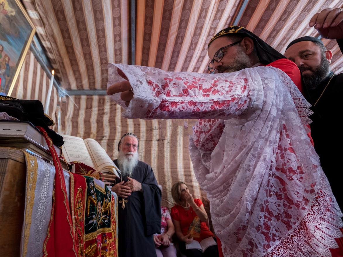 הפטריאך מקהילת הנוצרים הסורים ביום עליית  ישו לשמיים בכנסייה בהר הזיתים בירושלים