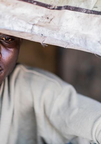 חולי בפתח האוהל בגאנה