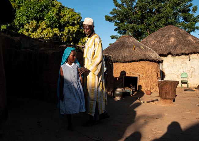 מגע בכפר בגאנה