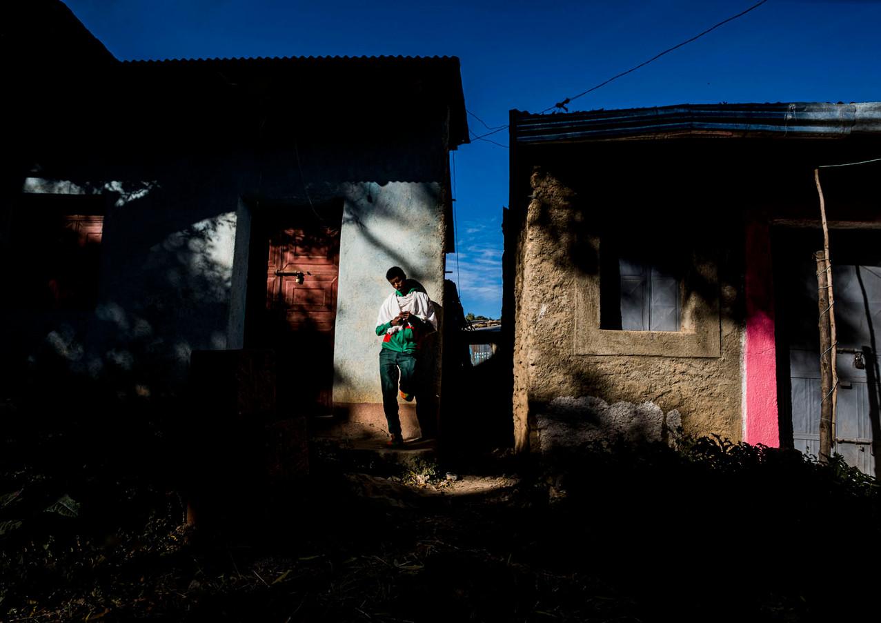 מחכה בסמטה באתיופיה