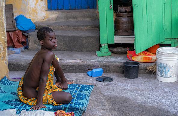 אצילות בחצר הבית בגאנה