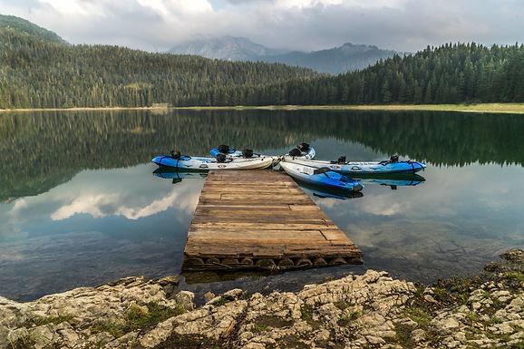 שלווה באגם במונטנגרו