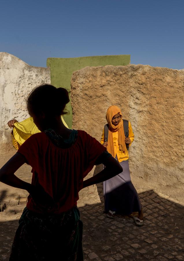 בקרן רחוב באתיופיה  המציאות עולה על כל דמיון