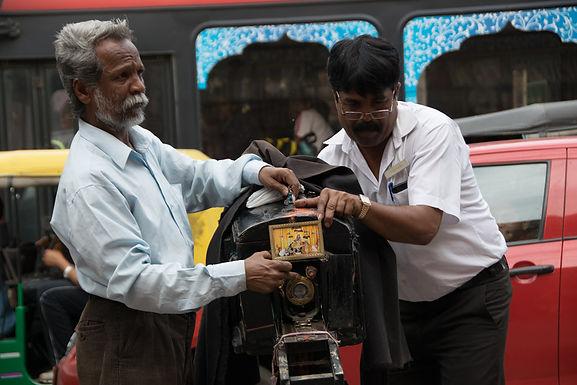 צלמי רחוב בעיר הוורודה בהודו