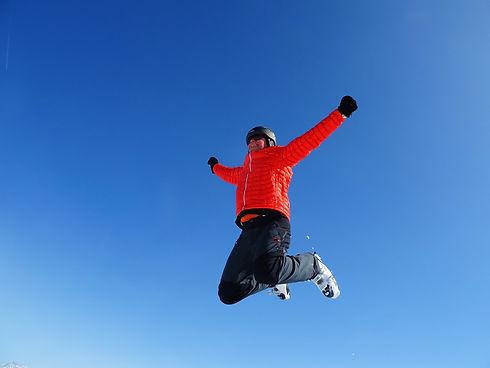 skiing-1569135_1920.jpg
