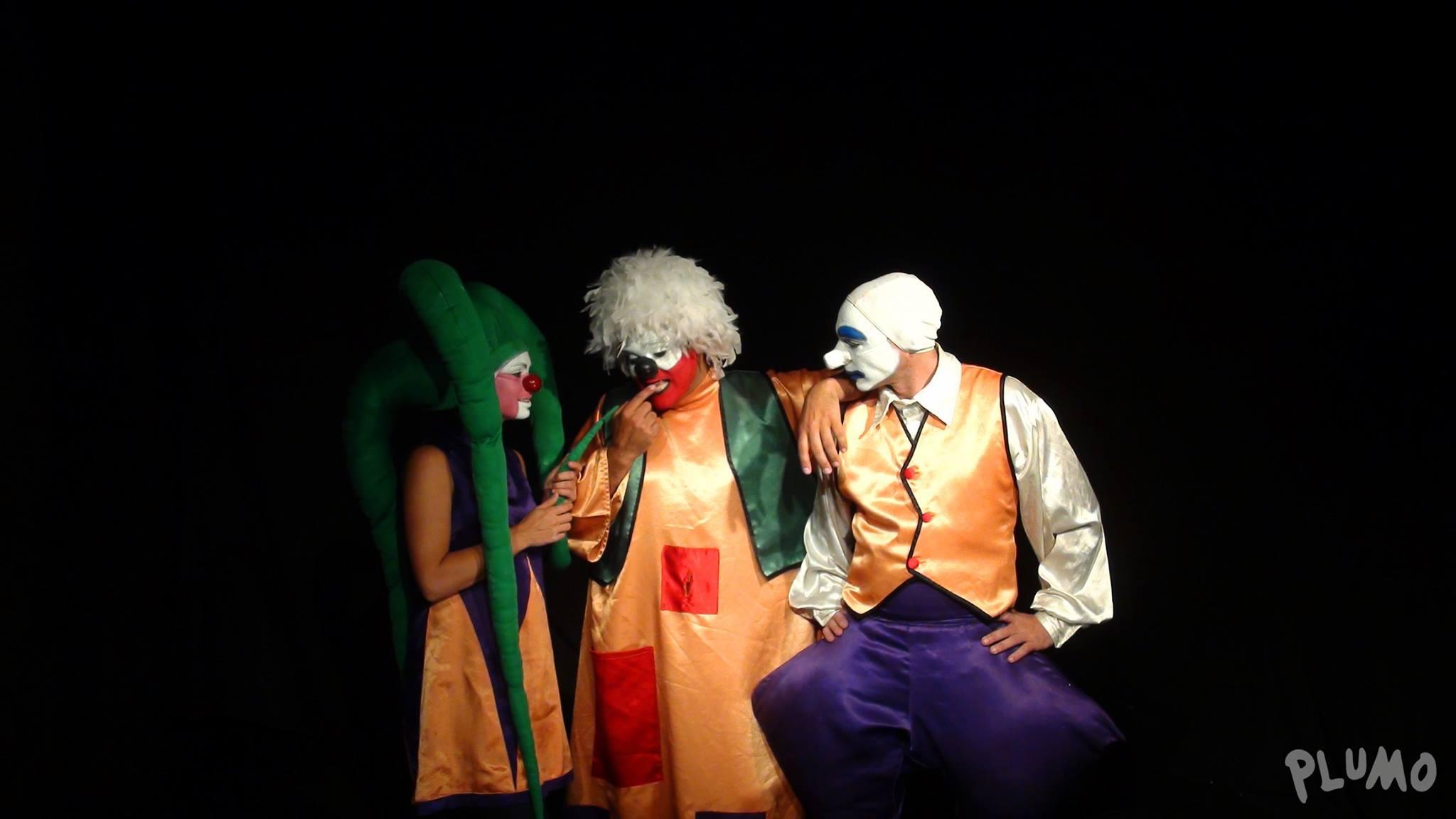 3-PLUMO - Mandinga Teatro