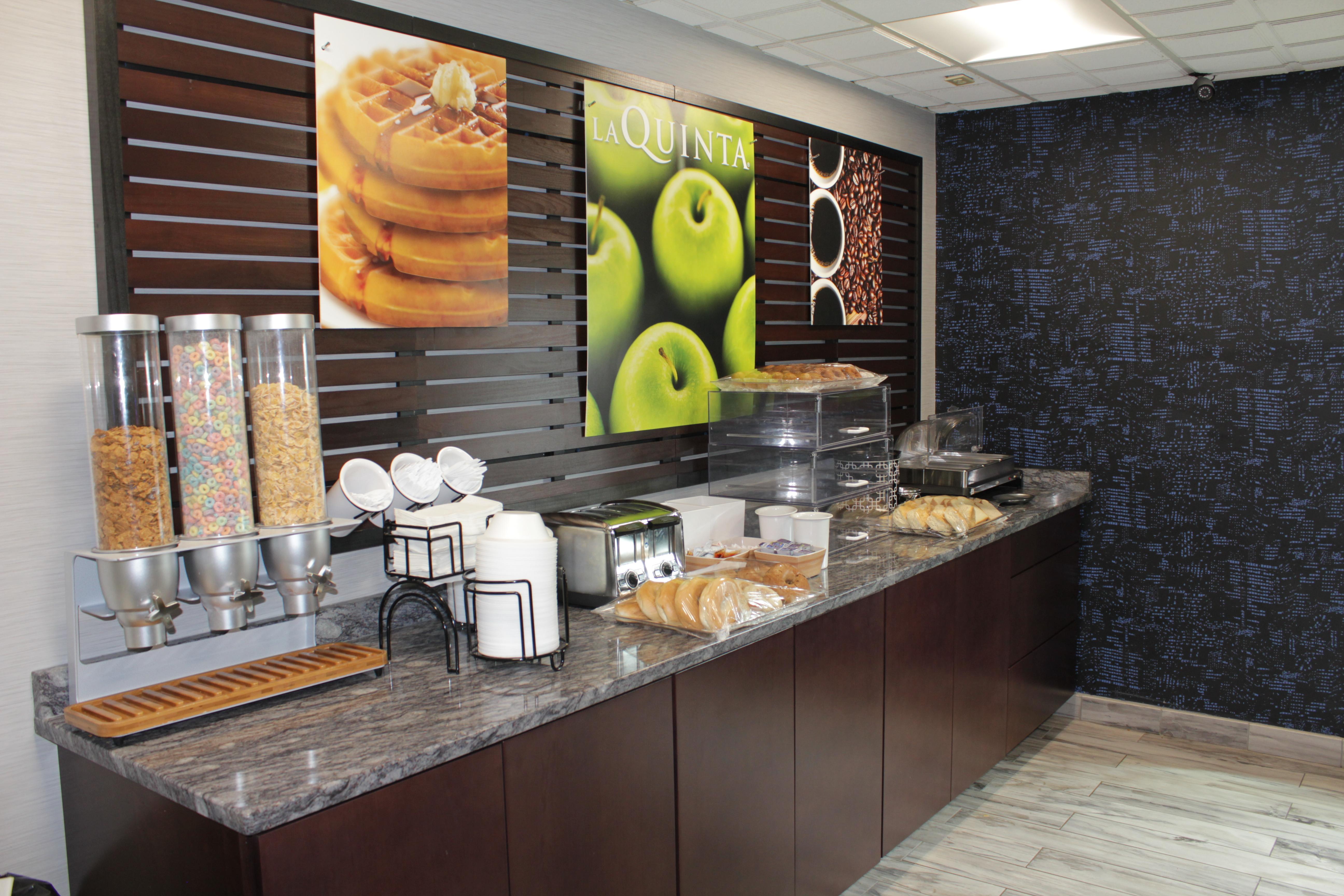 LaQuinta Charlottesville Breakfast Area
