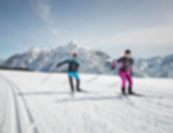 Langlauf Ski Verleih Gosau direkt am Enstieg der Loipe im Cooee alpin Hotel Gosau