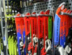 Schi Ausrüstung in Gosau leihen-Schneeschuhe ausleihen Gosau-Schneeschuhvermietung Dachstein West-Checkpoint Sport Gosau Ski & Snowboard Verleih-Skischuhe in Gosau mieten
