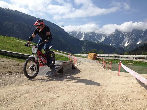 Oset E-Trial-Bike-Park-Trial fahren-mieten-Kinder und Erwachsene