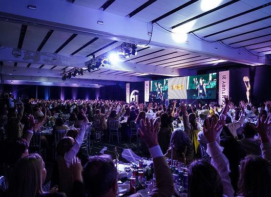 LOS MAGOS JOE & MOY SORPRENDEN EN CONVENCIÓN A MÁS DE 1200 PERSONAS