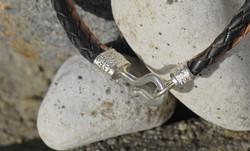 attache bracelet
