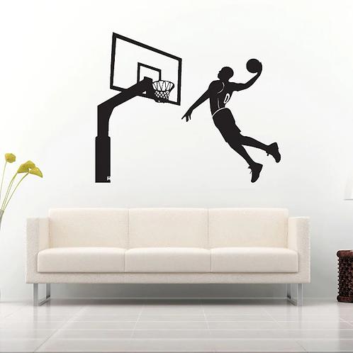 שחקן כדורסל קופץ להטבעה