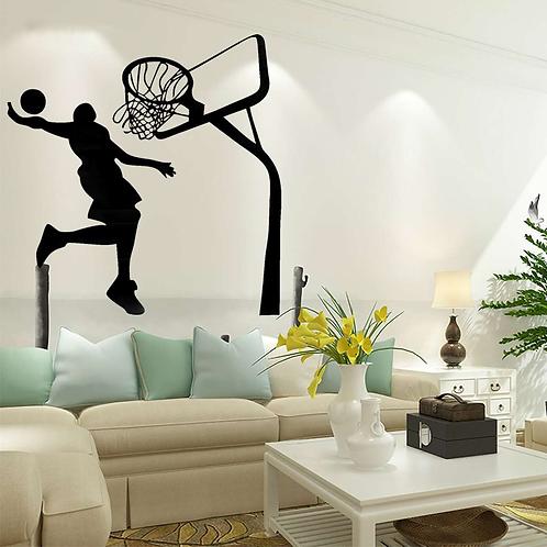 שחקן כדורסל מטביע לסל