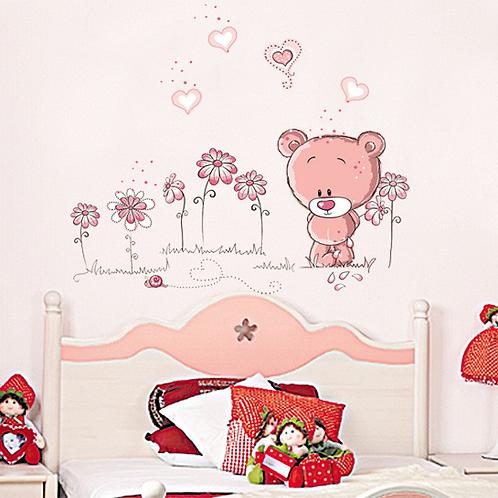 דובי מקסים עם פרחים ולבבות לחדר ילדים