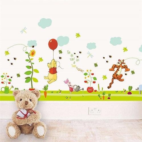 Winnie the Pooh - מדבקת קיר פו הדוב עם בלון אדום