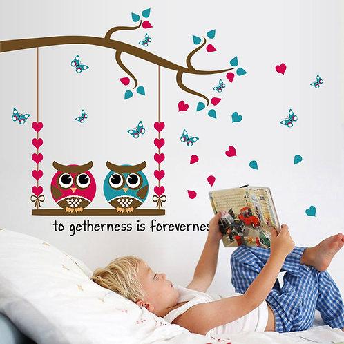 Loving Owls - מדבקת קיר זוג ינשופים על נדנדה עם לבבות עם כיתוב ביחד לנצח
