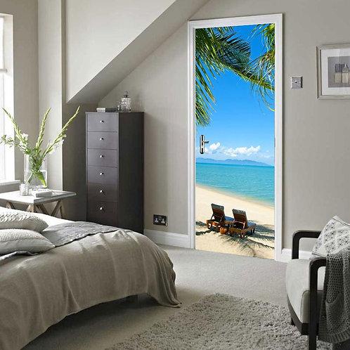 - מדבקת דלת - חוף הים עם עץ תמר וזוג כסאות