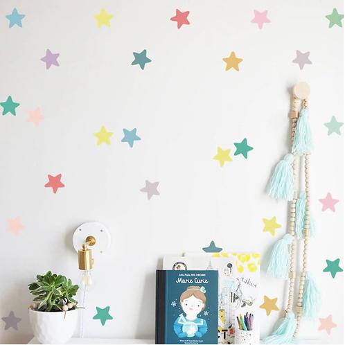 מדבקת קיר דמוי טפט במגוון צורות וצבעים לחדר ילדים