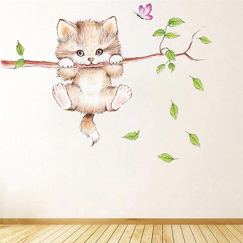 חתול חמוד על ענף