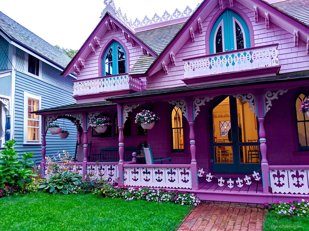 Gingerbread-Cottage-Martha's-Vineyard-seas-the-day-at-Martha's-Vineyard