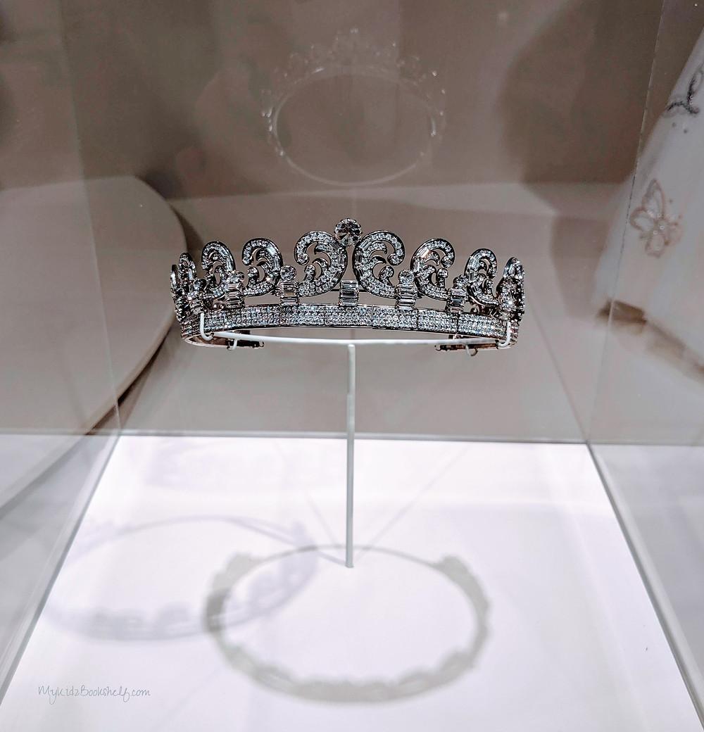 replica-of-a-crown-worn-by-Queen-Elizabeth-in-Netflix-Original-Series-The-Crown