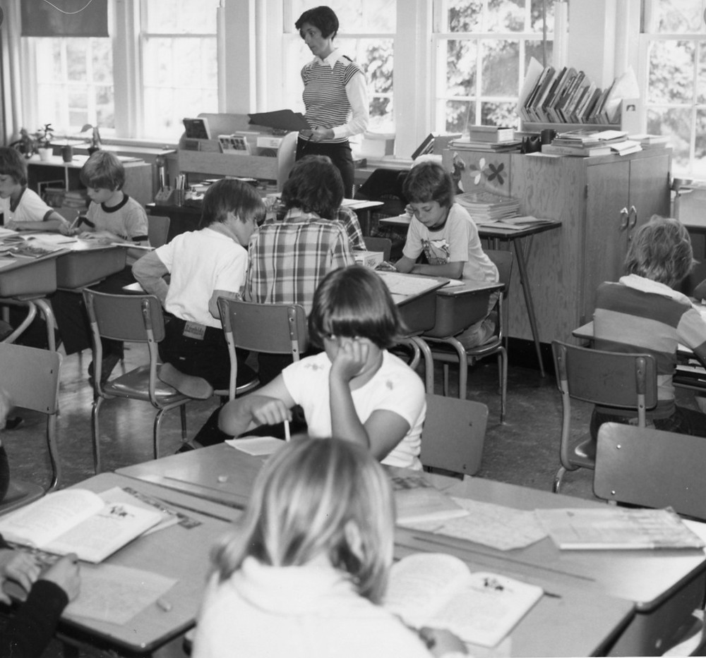 1970s-classroom-black-and-white-photo-of-students-at-desks
