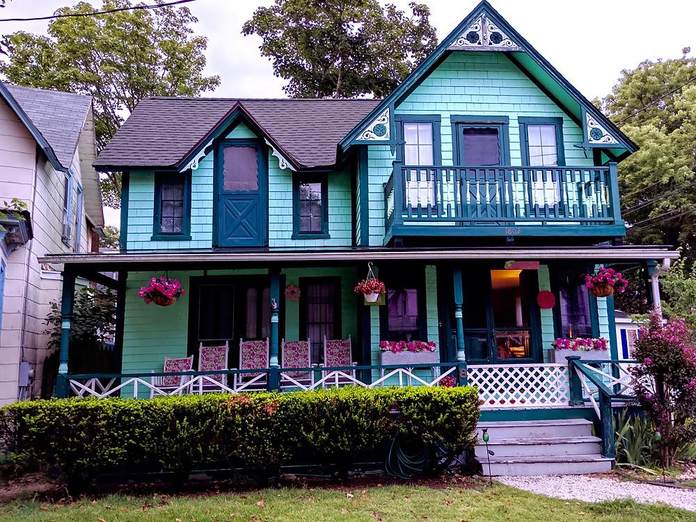 Gingerbread-Cottage-Oak-Bluffs-Seas-the-Day-at-Martha's-Vineyard