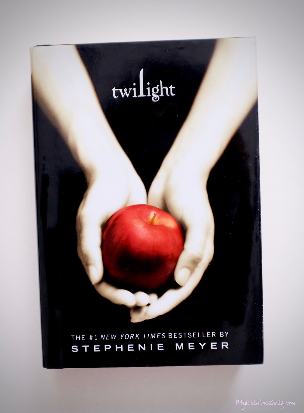 Twilight book cover by Stephanie Meyer hands holding apple