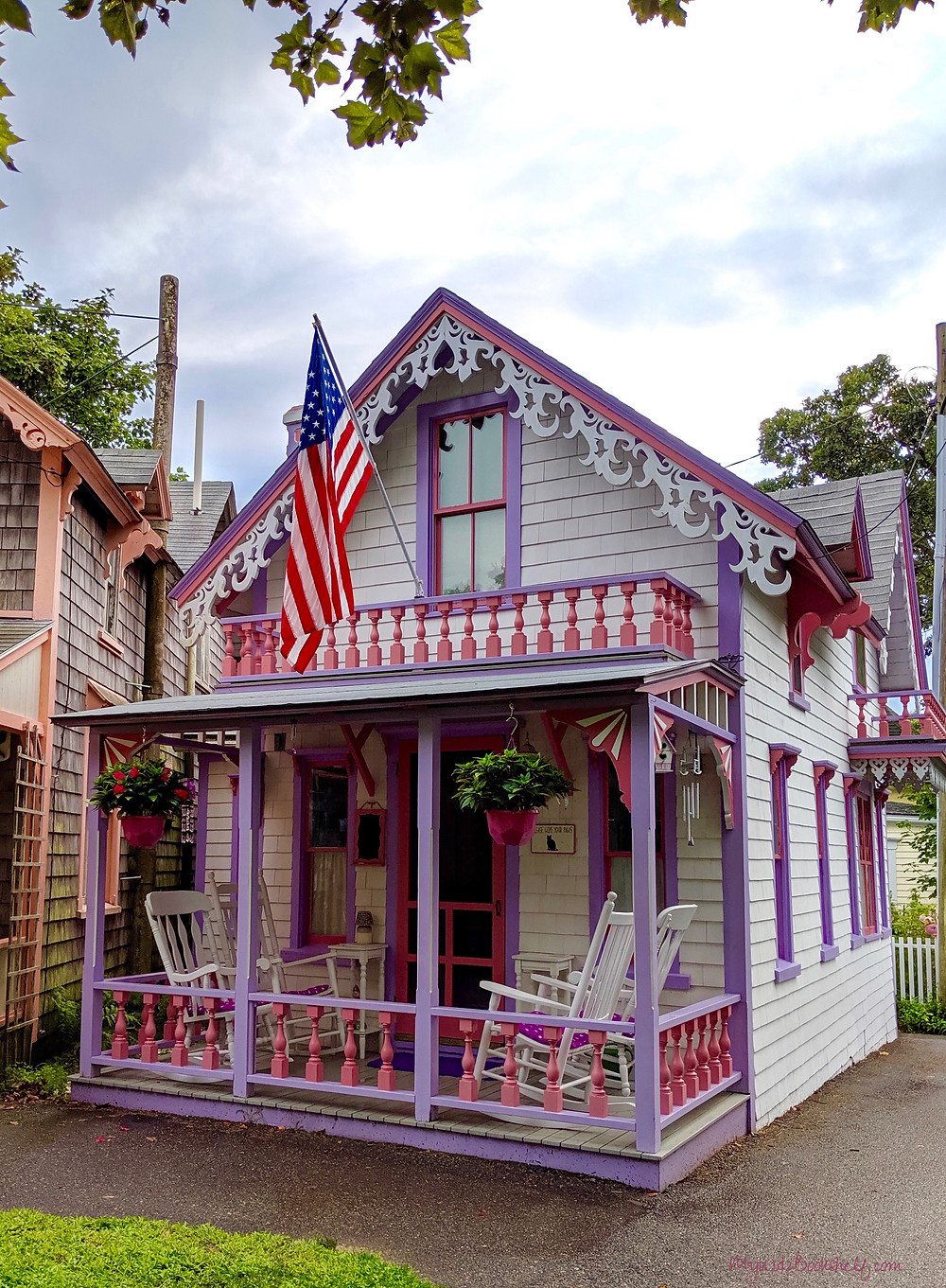 Gingerbread-cottages-Seas-the-Day-at-Martha's-Vineyard