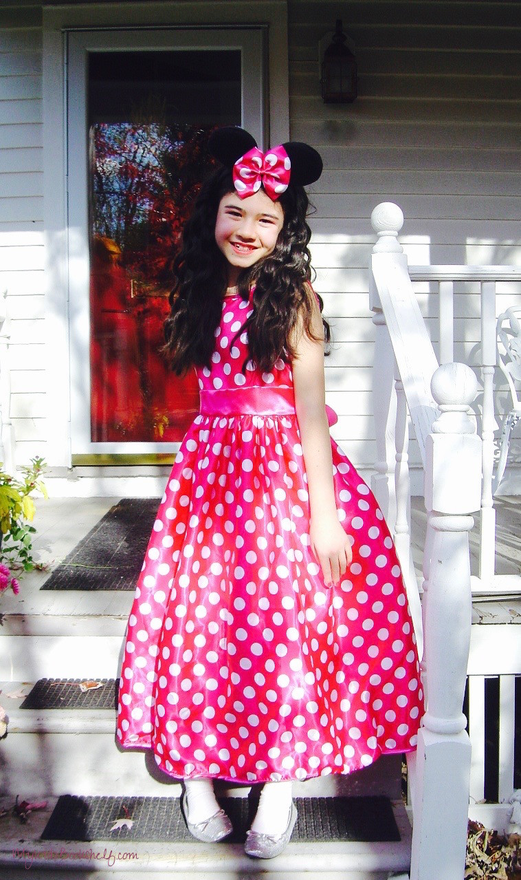 girl-dressed-in-Minnie-Mouse-Halloween-Costume
