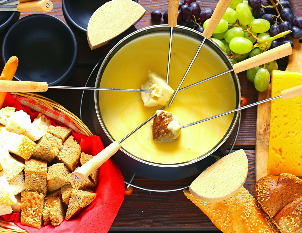 fondue-surrounded-by-dipping-items-bread-grapes