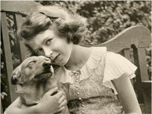 Queen-Elizabeth-as-a-young-girl-with-her-corgi