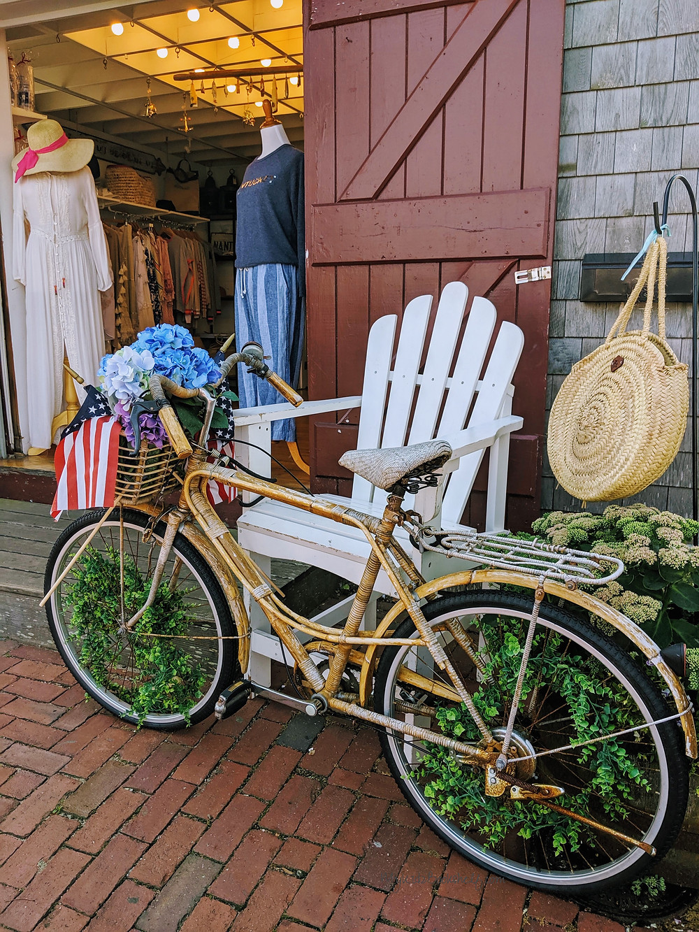 Bicycle-outside-of-shop-by-Nantucket-harbor-clothing-shop