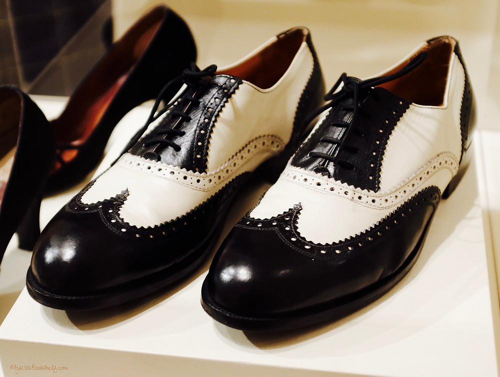 picture-of-pair-of-shoes-black-and-white-oxford-from-Netflix-original-series-The-Crown