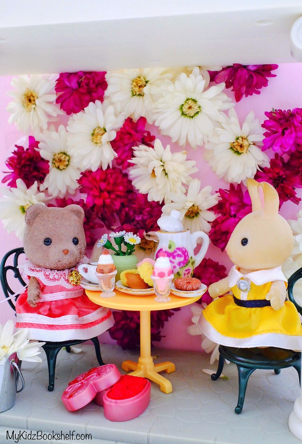 flower wall diy with Calico Critters Sylvanian Families bear and bunny having a tea party
