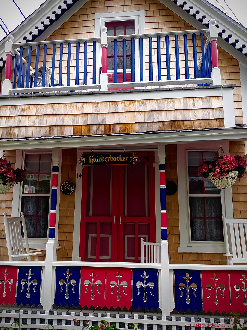 Gingerbread-Cottage-Seas-the-Day-at-Martha's-Vineyard-Oak-Bluffs
