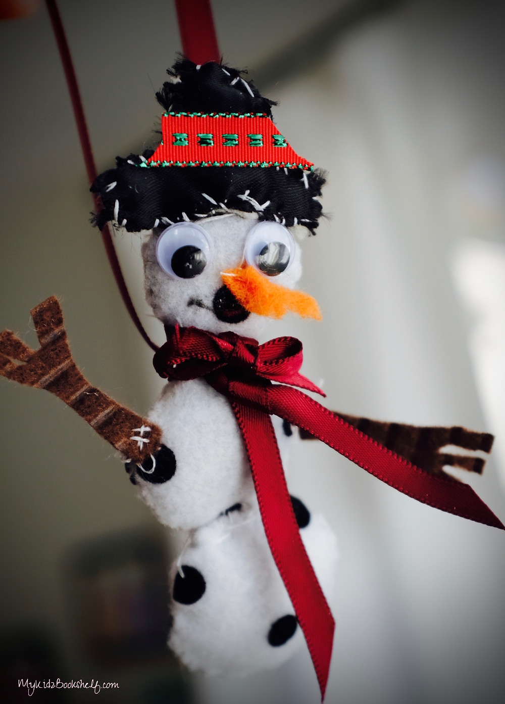 picture-of-a-felt-snowman-ornament-craft-for-Christmas