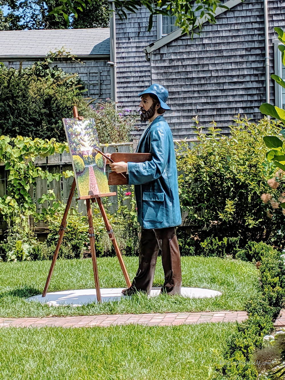 Artist-statue-on-the-way-to-the-Old-Mill-Nantucket