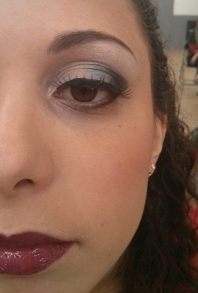 Maquillage de gala avec pose de faux cils