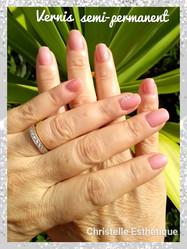 Vernis semi permanent mains avec déco