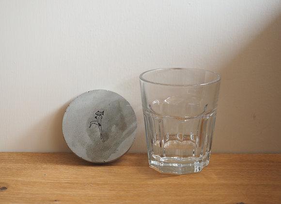 Freeze の 三文魚人• 圓形水泥杯墊