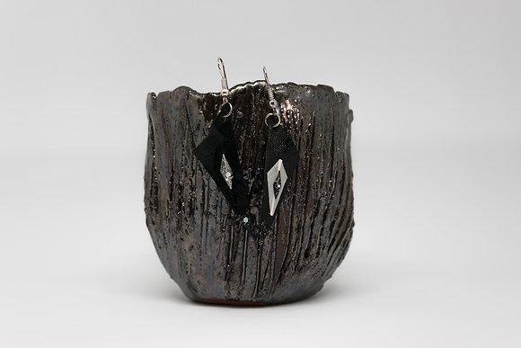 Boucles d'oreilles triangle fin cuir et plumes